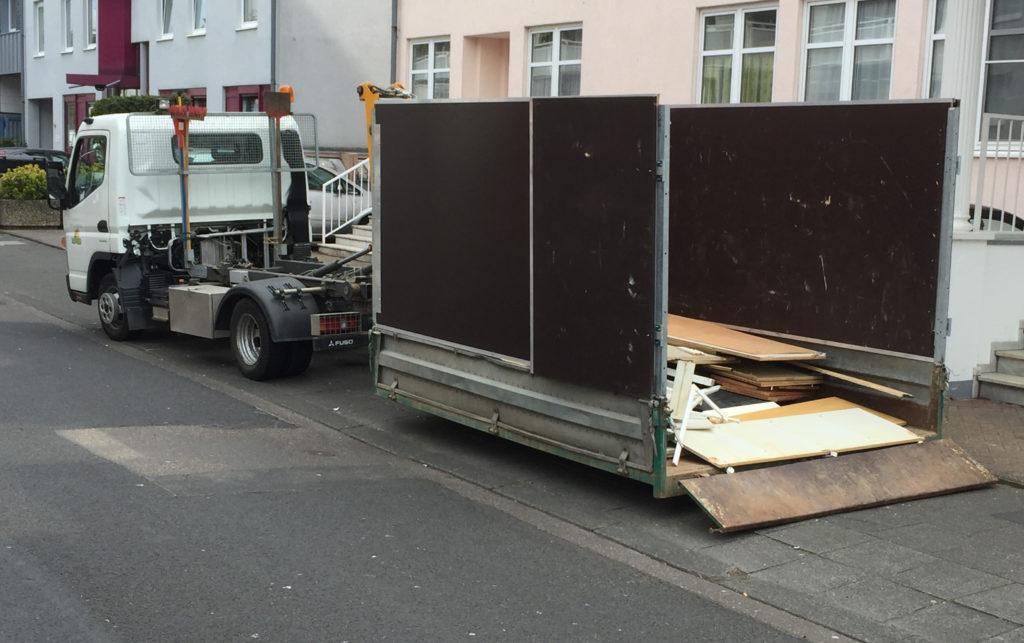 Unser Mini Container Lkw für schnelle Beladung auch in engen Strassen